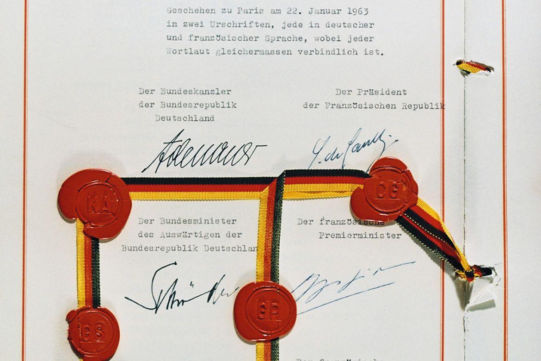 """Der """"Élysée-Vertrag"""" mit Unterschriften und Siegel (Foto: Bundesregierung/Reinecke)"""